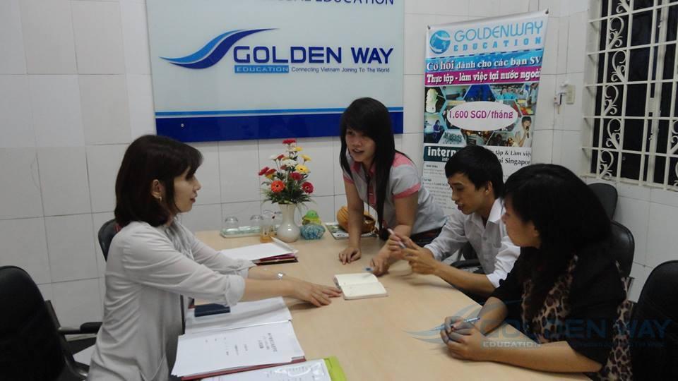 Đại diện Kobe Toyo về phỏng vấn học sinh Golden Way